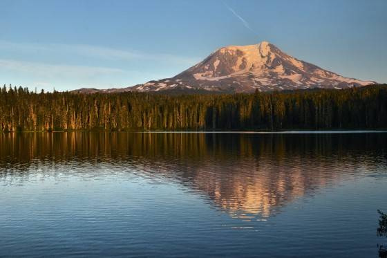 takhlak lake mt adams dusk